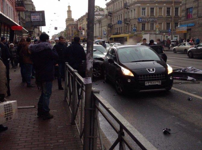 В Санкт-Петербурге водитель уснул за рулем и сбил пятерых пешеходов 2.jpg