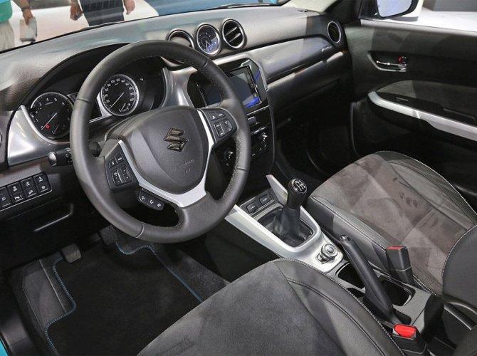 Suzuki Baleno 2016 12 interior.jpg