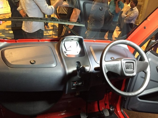 Bajaj-QuteBajaj Qute 2.jpg-dashboard-steering-during-unveil-in-India.jpg