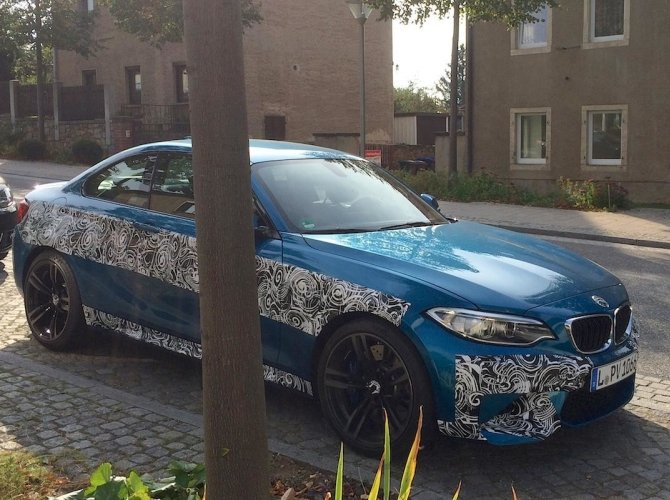 Новый BMW M2 2016 рассекретили перед премьерой 5.jpg