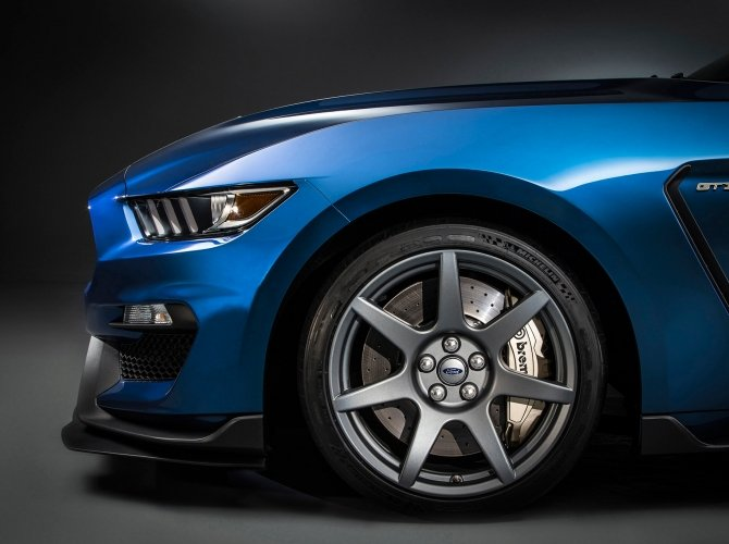 Ford Shelby Mustang GT350R carbon-fiber-wheel.jpg
