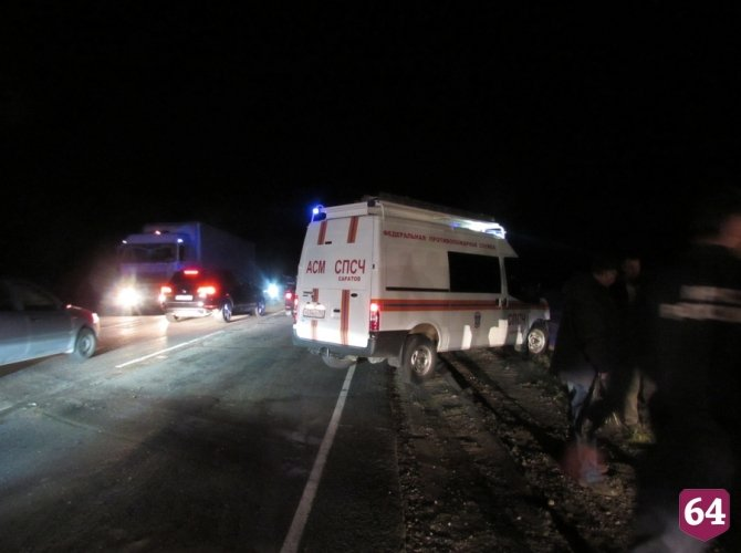 Под Саратовом в ДТП с микроавтобусом пострадали семь человек 1.JPG