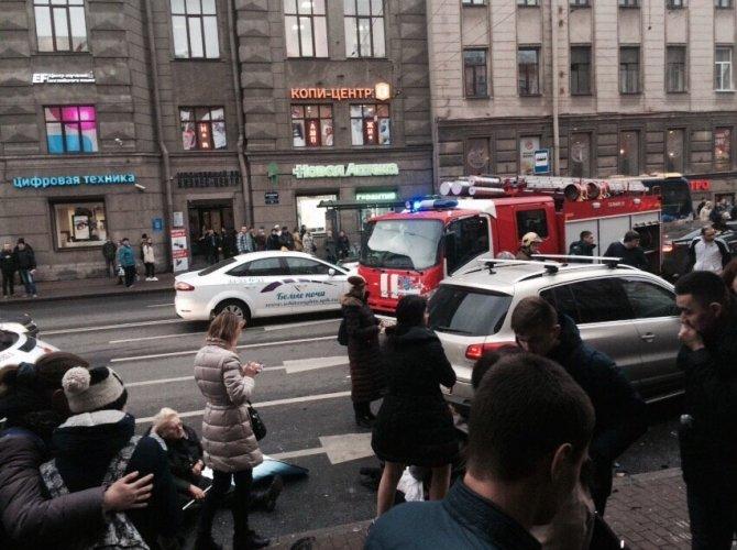 В Санкт-Петербурге водитель уснул за рулем и сбил пятерых пешеходов 6.jpg