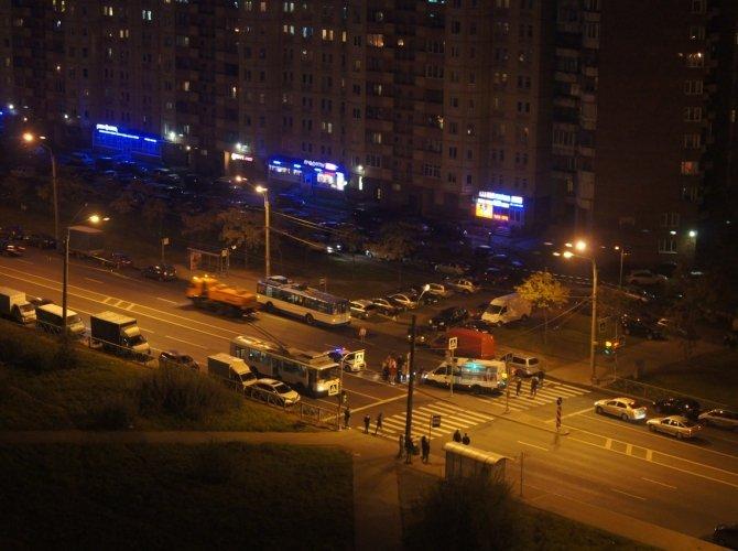 На Ленинском проспекте маршрутка сбила девушку на переходе 2.jpg