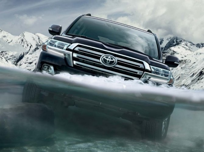 Toyota Land Cruiser 200 2015 10.jpg