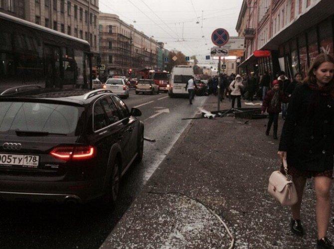 В Санкт-Петербурге водитель уснул за рулем и сбил пятерых пешеходов 9.jpg