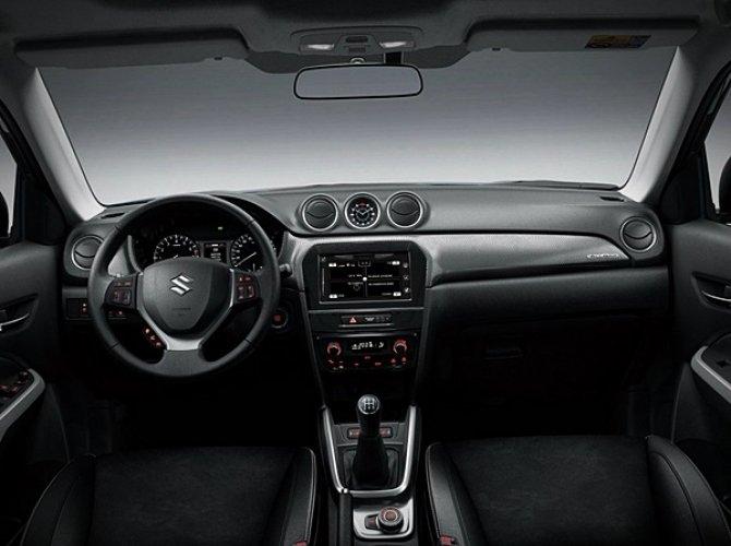 Suzuki Baleno 2016 14 interior.jpg