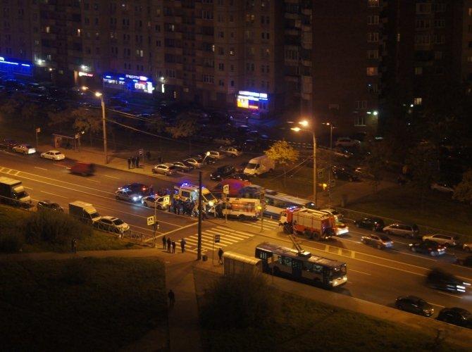 На Ленинском проспекте маршрутка сбила девушку на переходе 1.jpg
