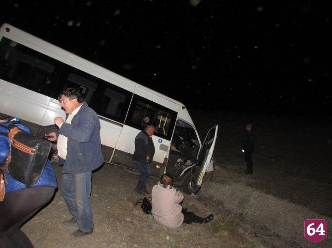 Под Саратовом в ДТП с микроавтобусом пострадали семь человек 4.JPG