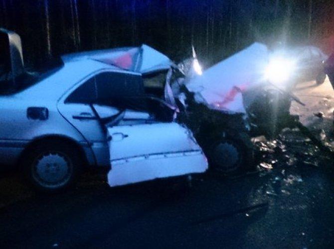 На Краснофлотском шоссе столкнулись БТР и Mercedes 2.jpg