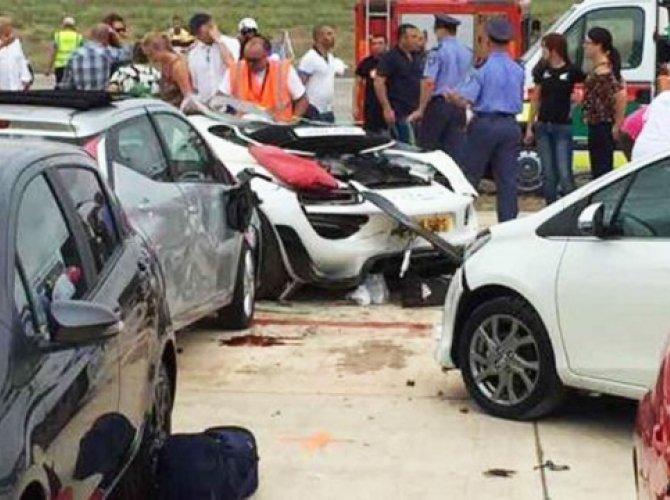 На автошоу на Мальте из-за съезда автомобиля с трассы пострадали десятки человек.jpg