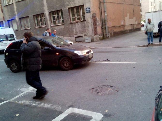 В Василеостровском районе BMW врезалась в дом 1.jpg