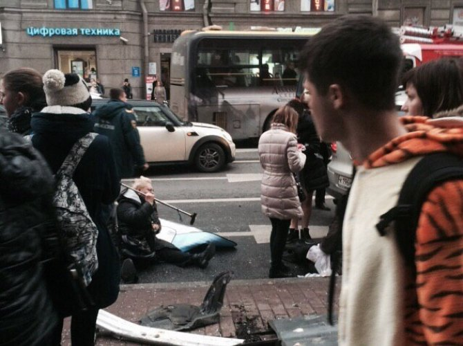 В Санкт-Петербурге водитель уснул за рулем и сбил пятерых пешеходов 1.jpg