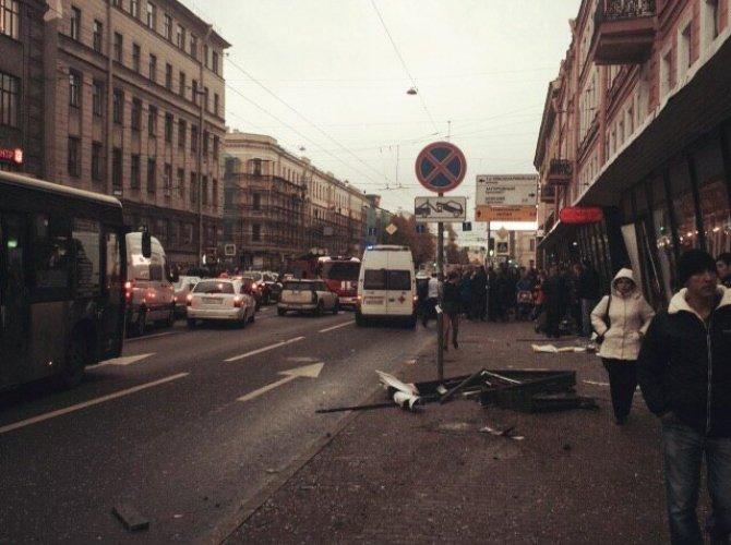 В Санкт-Петербурге водитель уснул за рулем и сбил пятерых пешеходов 5.jpg