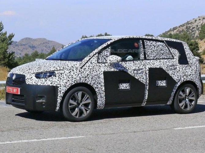 Opel Meriva 2017 spied 4.jpg