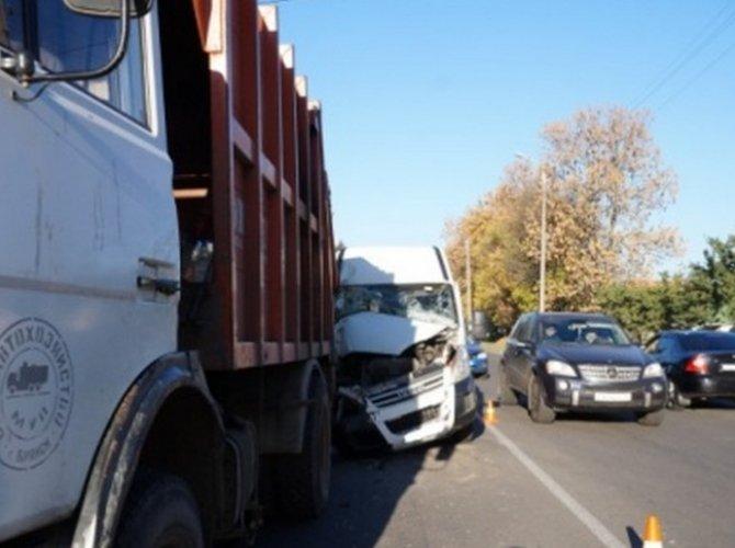 В Брянске маршрутка раздавила водителя мусоровоза.jpg