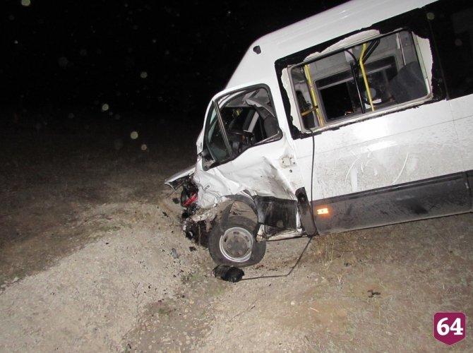 Под Саратовом в ДТП с микроавтобусом пострадали семь человек 2.JPG