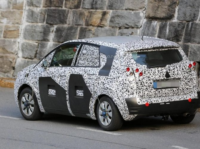 Opel Meriva 2017 spied 3.jpg