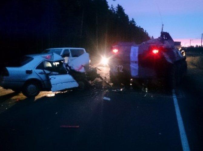 На Краснофлотском шоссе столкнулись БТР и Mercedes 4.jpg