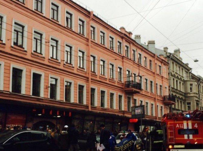 В Санкт-Петербурге водитель уснул за рулем и сбил пятерых пешеходов 3.jpg