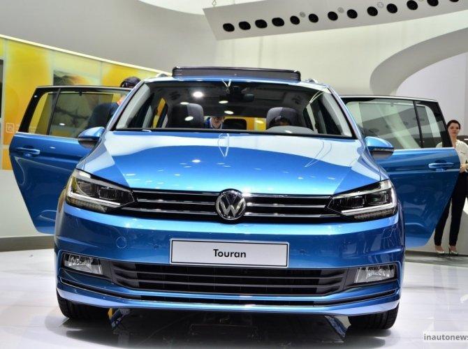 2015 Volkswagen Touran 1.jpg
