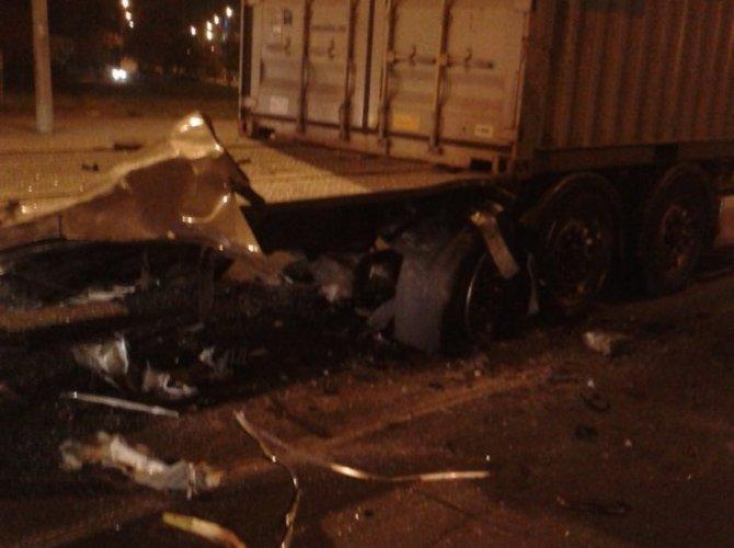 На Портовой улице грузовик «вскрыл» Audi – погиб человек 4.jpg