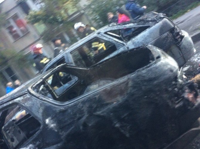 "Porsche загорелся на ходу и поджег ""Ладу"" на проспекте Юрия Гагарина 3.jpg"