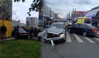 BMW врезалась в здание ТЦ на северо-востоке Москвы - есть пострадавшие