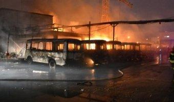 В Северодвинске ночью сгорело более 20 автобусов