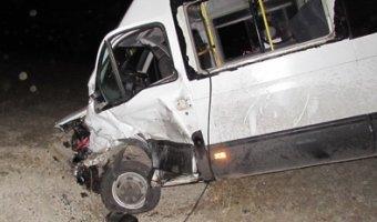Под Саратовом в ДТП с микроавтобусом пострадали семь человек