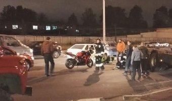 На Митрофаньевском шоссе столкнулись мотоцикл и грузовик