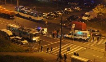 На Ленинском проспекте маршрутка сбила девушку на переходе