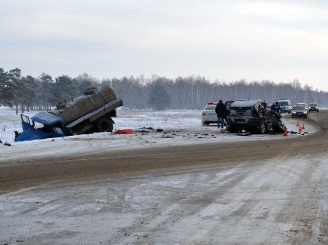 Под Иркутском в ДТП погибли три человека 3.jpg