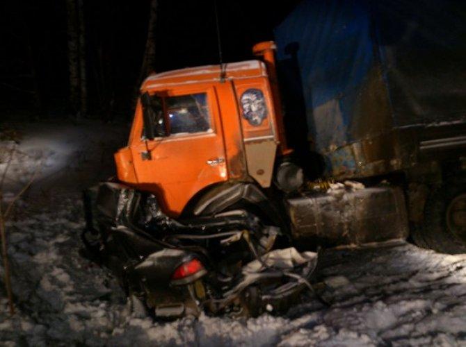 На трассе «Вятка» в Кировской области В ДТП с КАМАЗом погибла семья 2.jpg