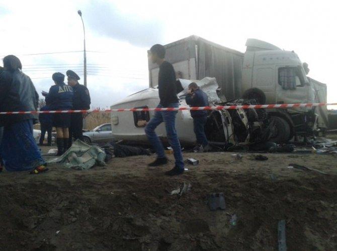 В Волгограде в ДТП с маршруткой и грузовиком погиб мужчина и ребенок 3.jpg