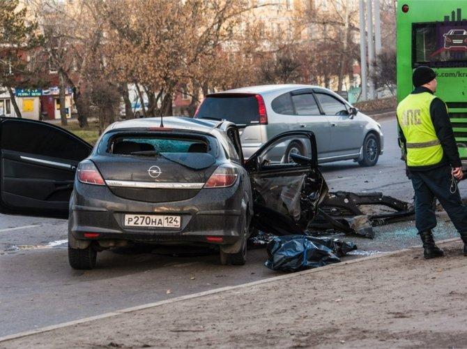 В Красноярске пьяный водитель врезался в автобус 5.jpg