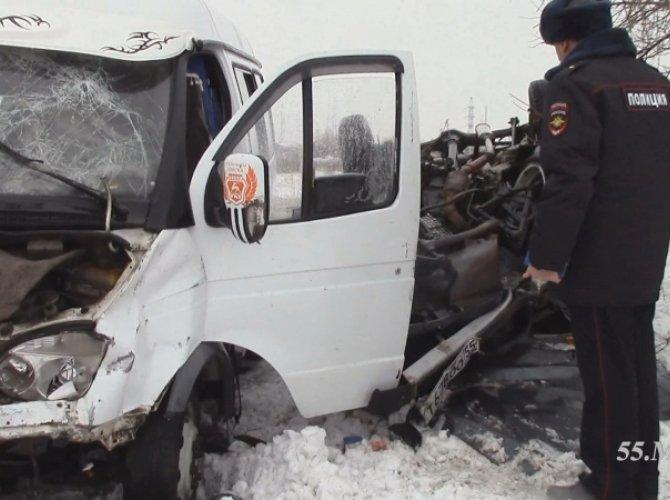 В Омске в ДТП с маршруткой пострадали 12 человек 2.jpg