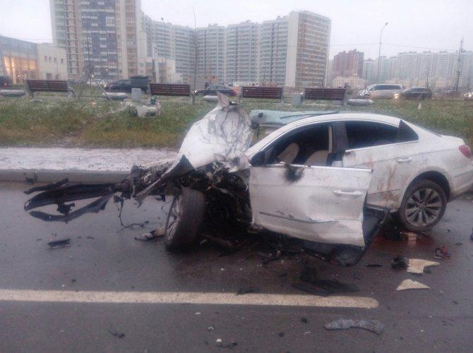 На Дальневосточном проспекте при столкновении Volkswagen со столбом погибла девочка 2.jpeg