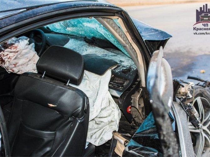 В Красноярске пьяный водитель врезался в автобус 0.jpg