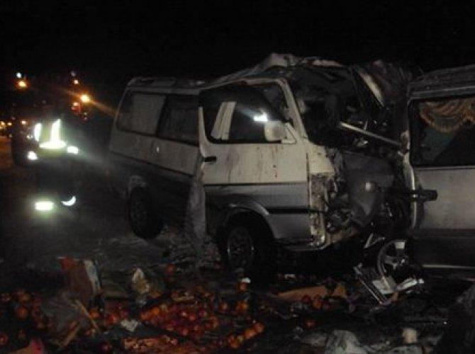 Семь человек погибли в ДТП с двумя микроавтобусами под Иркутском.jpg