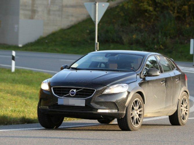 Volvo вывели на тесты новый компактный кроссовер XC40 1.jpg
