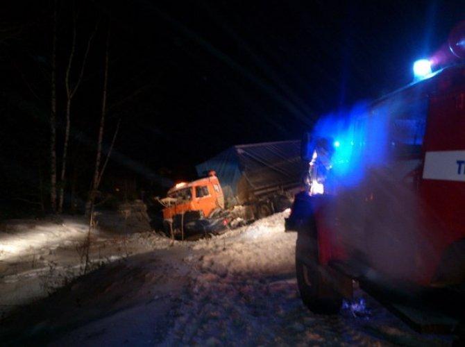 На трассе «Вятка» в Кировской области В ДТП с КАМАЗом погибла семья 1.jpg