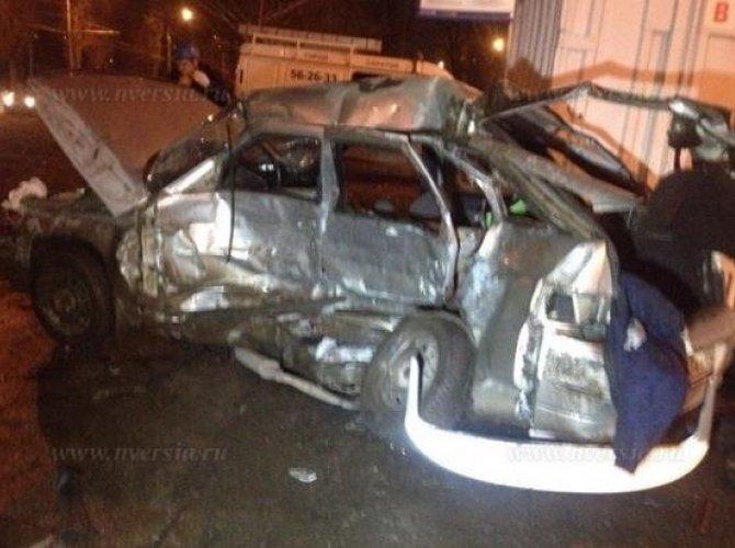 В Саратове в ДТП погибли муж с женой, их двухлетний ребенок в реанимации_2.jpg