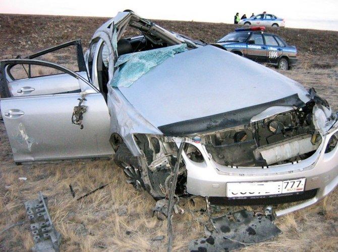 Три человека из Lexus погибли около Шира в Хакасии 1.jpg