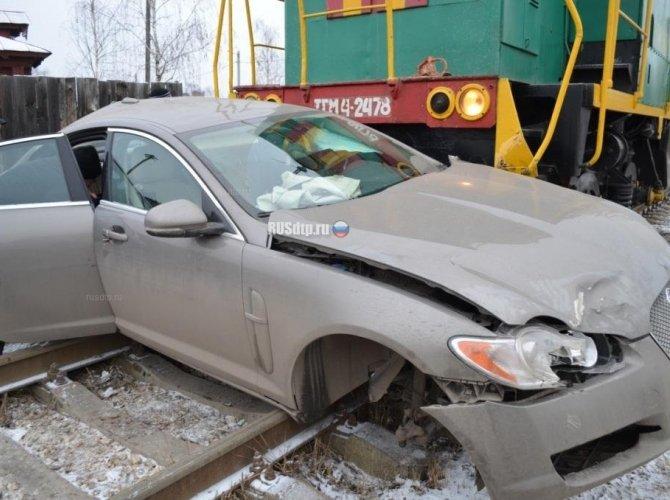 В Ивановской области тепловоз протаранил Jaguar 6.jpg