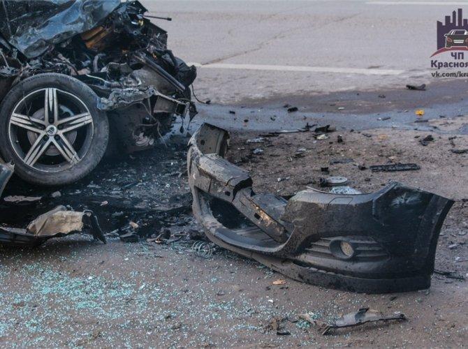 В Красноярске пьяный водитель врезался в автобус 4.jpg