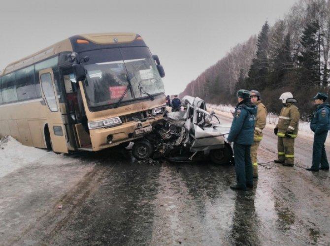 Возле Ачита в ДТП с автобусом погиб человек 2.jpg