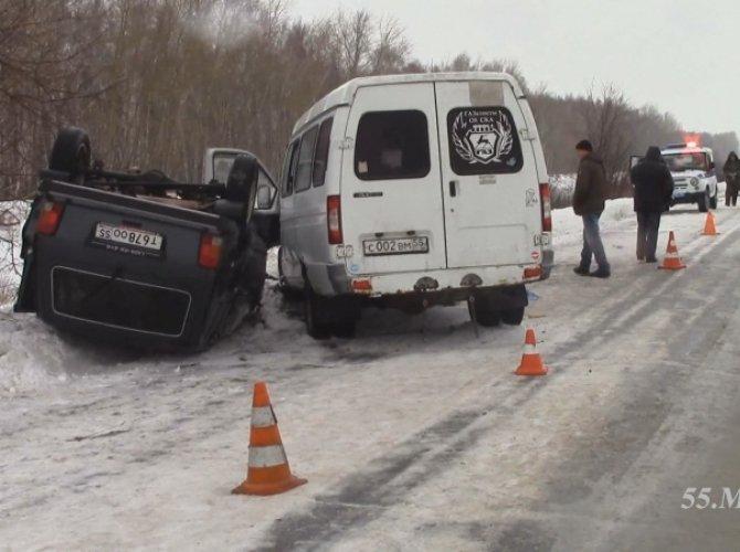 В Омске в ДТП с маршруткой пострадали 12 человек 1.jpg