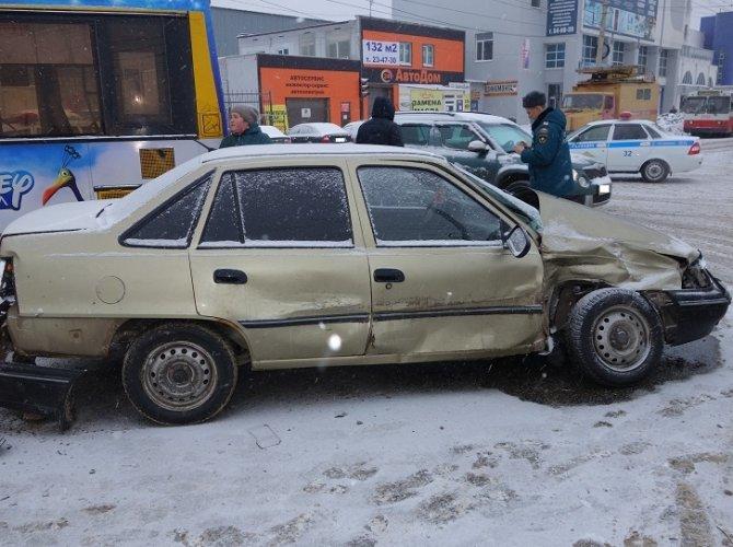 В Ижевске автобус врезался в столб: пострадало 13 человек 1.jpg