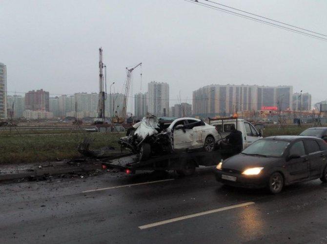 На Дальневосточном проспекте при столкновении Volkswagen со столбом погибла девочка 4.jpeg